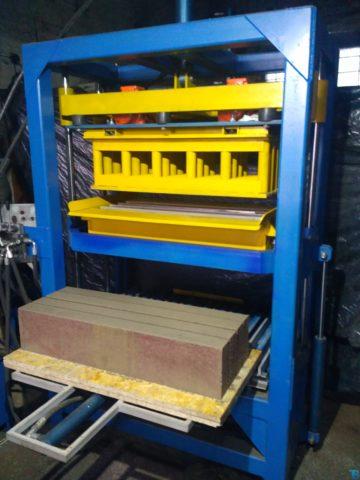 Вибропресс КВП-858 с выталкиватилем поддонов с готовой продукцией